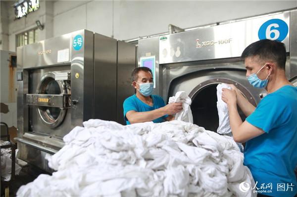 这个桑拿房 每日清洗卧具近10万余件