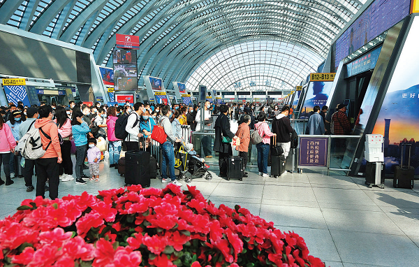 鐵路部門統籌做好國慶期間常態化疫情防控和假日運輸工作